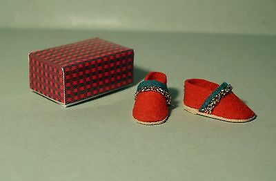 1:12 Scale Wearable Slippers For The Dolls House