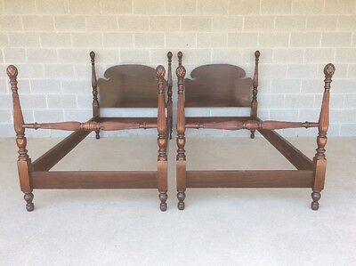 Huntley Furniture Pair Of Mahogany Single Pineapple Poster Beds
