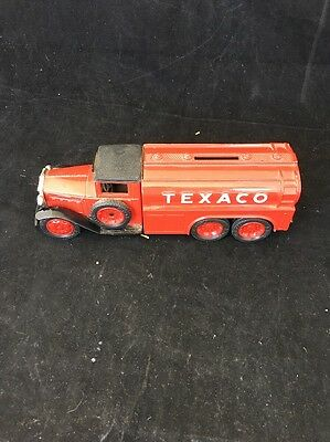 1990 ERTL Texaco series #7 1930 Diamond T Tanker Truck Coin Bank