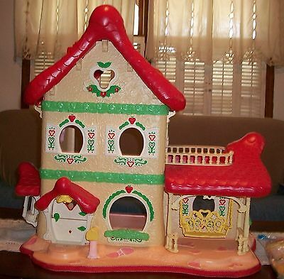 Vintage Large Strawberry Shortcake Berry Happy Home Dollhouse w/ Extras house