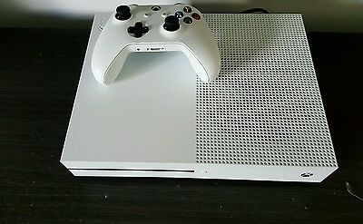 Xbox One S 500 Gb + 2 Jeux