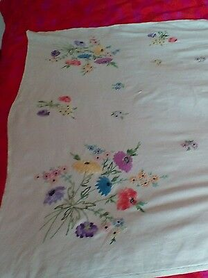 Lovely VINTAGE EMBROIDERED IRISH LINEN TABLECLOTH ~ Cream