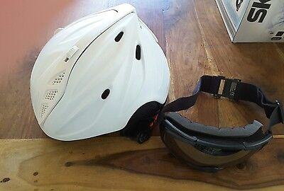 Ski & Snow Board Helmet with goggles excellent condition Size 54-58cm.