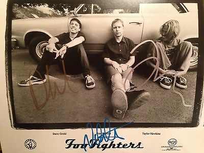 Foo Fighters Autographed Promo Photo (Dave Grohl)