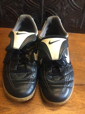 Nike Black/White Girls Boys Indoor Soccer Shoes Size 5Y