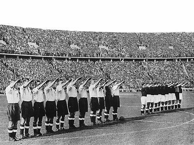 ENG-117 : 8x6 PHOTO - ENGLAND 1938 LINE UP IN BERLIN
