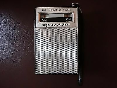 Vintage late 1960's Realistic AM/FM 9 Transistor Deluxe Radio works excellent