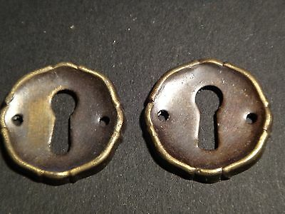 LOT 2 ENTREES DE SERRURE ANCIENNES EN BRONZE diam: 28 mm