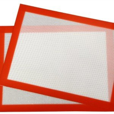 "Ollney Silicone Baking Mat, 2-Pack: 2 Baking Seets 11""x16.6"", used by Rolling"