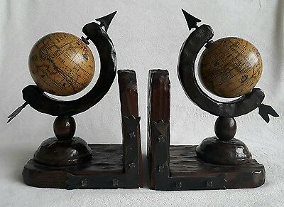 Vintage Style Woiden Globe w Arrow Bookends. Moving Spinning