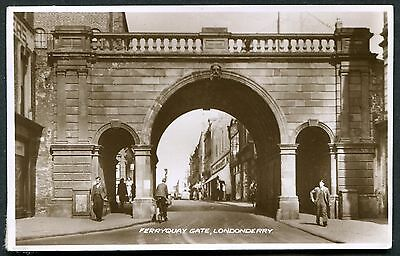Co. LONDONDERRY - RP PCARD - FERRY QUAY GATE, DERRY - POSTED 1953