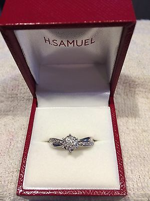 9ct White Gold Diamond Cluster Engagement Ring. Size N