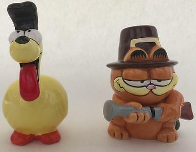 Garfield and Odie Enesco Thanksgiving Salt and Pepper Shaker Pilgrim
