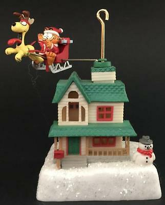 Garfield Odie Over the Rooftop Enesco Ornament Sleigh Santa 1990 1991