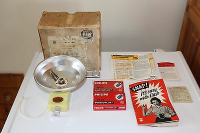 Vintage Duo Lux Camera Flash with Bulbs & Extra Reflector