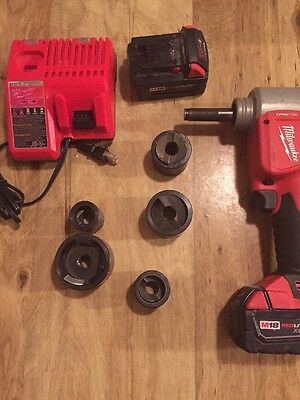 Milwaukee M18 FORCE LOGIC 18V Li-Ion High Capacity 6 ton Knockout Kit 2676-20
