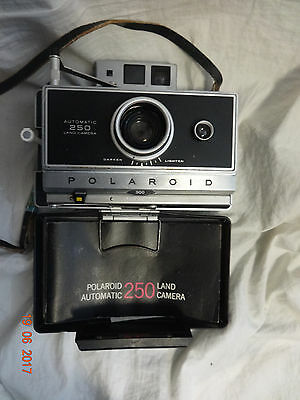 Poloroid 250 Land Camera w/ cover manual and strap