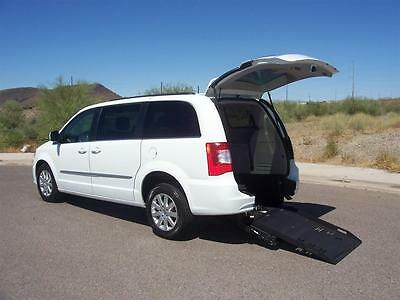 2015 Chrysler Town & Country Touring Wheelchair Handicap Mobility 2015 Chrysler Town & Country Touring Wheelchair Handicap Mobility Luxurious Van