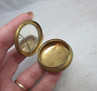 Cool little vintage pill box with cracked mirror
