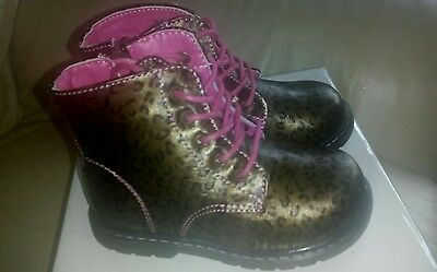 Kids/Girls Gold/Pink Leopard Print Docs/Lace Up Boots Size 9 New In Box