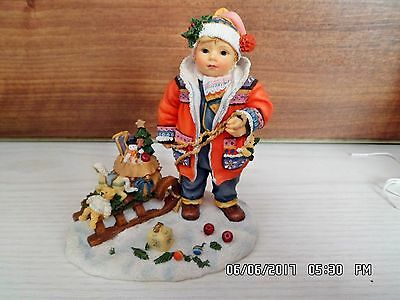LEONARDO CHRISTMAS FIGURINES SELECTION  CHRISTINE HAWORTH. Santa's little helper