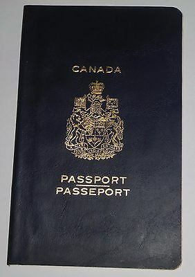 CANADA PASSPORT PASSEPORT 1978 issue - OLD VINTAGE - NOT USED - EXCELLENT COND!!