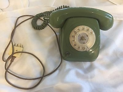 Retro Vintage Telephone - Green With Key Rotary Dial In Vg To Ex Cond. 8021