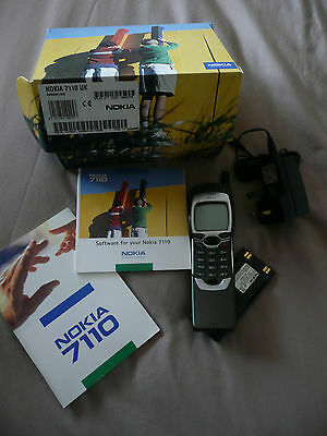Vintage Nokia 7110 mobile phone (O2) battery, charger, manual & disc  in box **