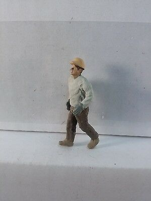 Arttista Worker w/hard hat walking/stepping down - #1502 - O Scale On30 Figures