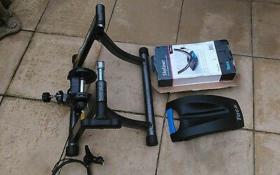 Cycle track turbo trainer / stationary trainer