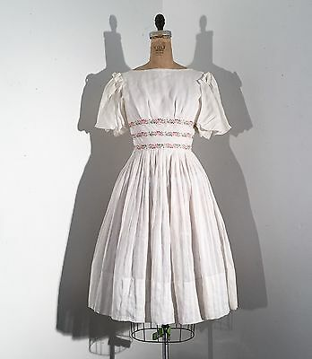 Vintage 1940s/40s Puffy Sleeve Embroidered Rose White Party Cotton Dress 50s