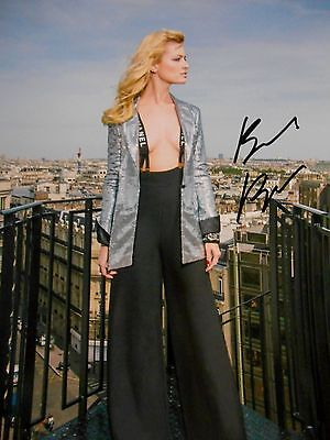 Beth Behrs  8x10 auto photo in Excellent Condition