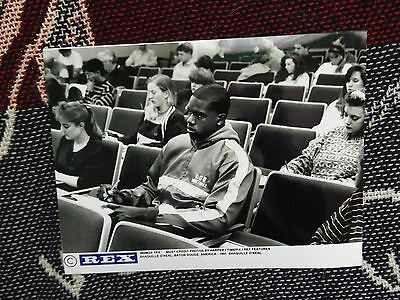 "8"" x 6"" PRESS AGENCY PHOTO - SHAQUILLE O'NEAL STUDYING AT LSU 1991"