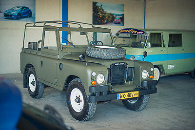 1975 Land Rover Defender  1975 Land Rover 88 (Series III)