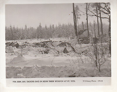 BATTLE OF BULGE Photo 7th ARMORED DIVISION Troops Dig in at ST VITH Belgium 359