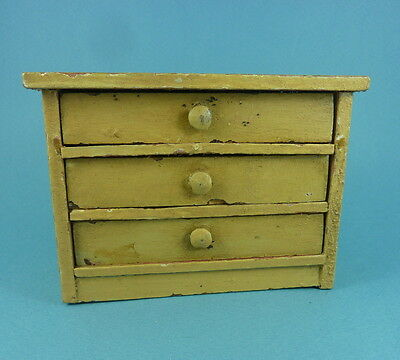 Vintage dolls house chest of drawers.