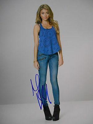 Sarah Hyland  8x10 auto photo in Excellent Condition