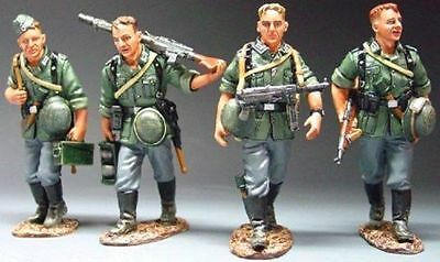 King And Country Ws040 Wss40 - 'marching' - Wwii German Forces 1:30