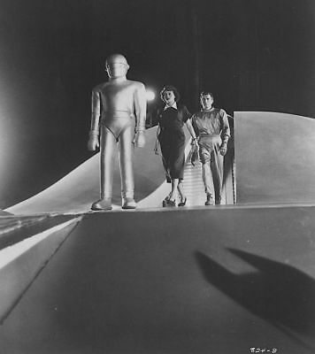 1951's THE DAY THE EARTH STOOD STILL Klaatu & Helen leave spaceship b/w 8x10