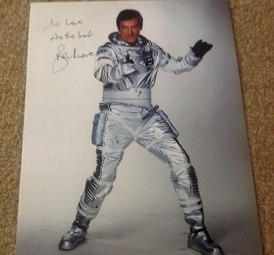 ROGER MOORE  -  007 JAMES BOND 3  -  SIGNED -  10x8  COL PHOTO -  INSC TO  LEE