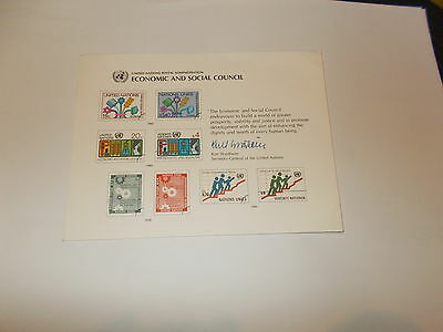 Stamps United Nations 3 Stamp Display Cards in excellent condition (no stamps)