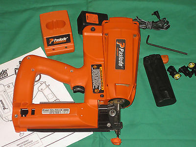 Paslode Cordless 16 Ga. Straight #900400 Finish Nailer IM250ll==Works Good==