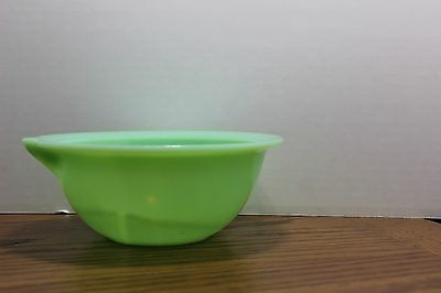 McKEE JADEITE BATTER BOWL JADITE MIXING BOWL WITH POUR SPOUT