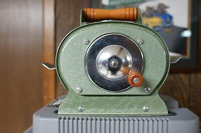 Vintage-Nestor-Johnson-Green-Metal-Card-Shuffler-w-Wooden-Handle-USA