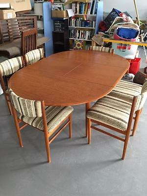 Parker Furniture extension table and 6 chairs