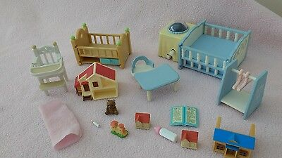 SYLVANIAN FAMILIES nursery furniture bundle with working cot Mobile!