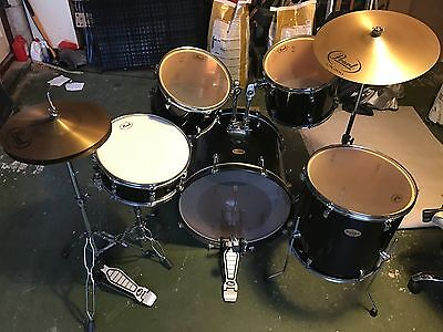 Pearl Roadshow 5 Piece Fusion Drum Kit (Jet Black) - used very good condition