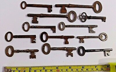 Collection set job lot of Old Antique Vintage Door Keys Skeleton Key Steampunk B