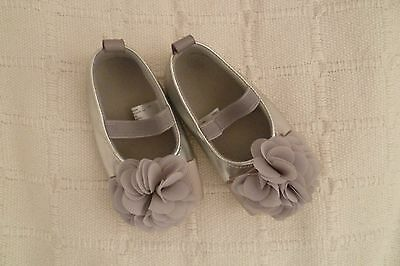 Baby clothes GIRL 3-6m NEW! shoes silver, material flower, elasticated SEE SHOP!