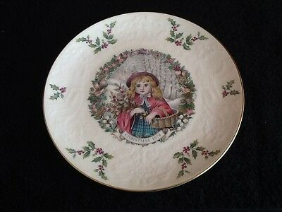 Lovely 1978 Royal Doulton Christmas Plate The Holly Gatherer